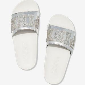 **SOLD ON Ⓜ️*** L ~ Silver Slides 😍😍